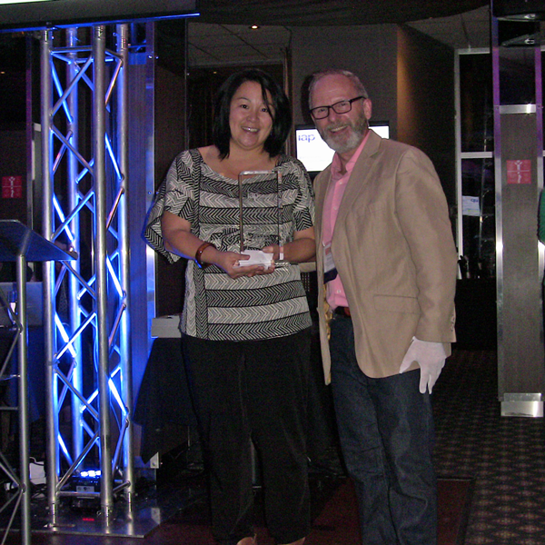 Saori Yamamoto (Vancouver Coastal Health/CEAN) receives P2 for the Greater Good Award from Bruce