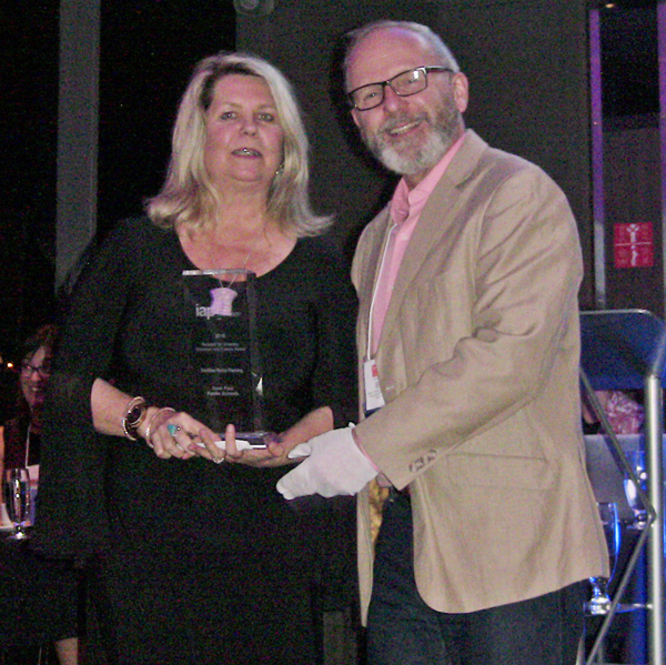 Shannon Holms (BC Health) receives Organization of the Year Award from IAP2 Canada President Bruce Gilbert